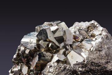 Mineralien gibt es im Mineralienmuseum im Ahrntal zu bestaunen. ©pexels.com
